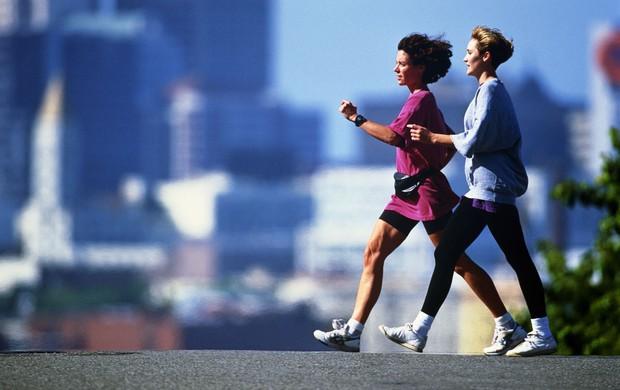 Mulheres caminhando (Foto: Agência Getty Images)