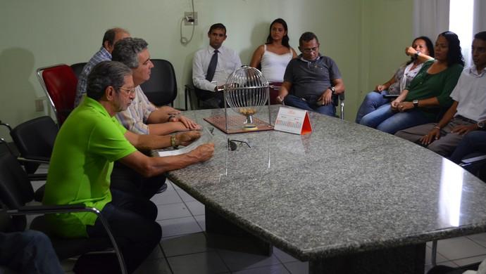 Reunião na sede da Federação Paraibana de Futebol com os interventores e funcionários da entidade (Foto: Phelipe Caldas / GloboEsporte.com/pb)