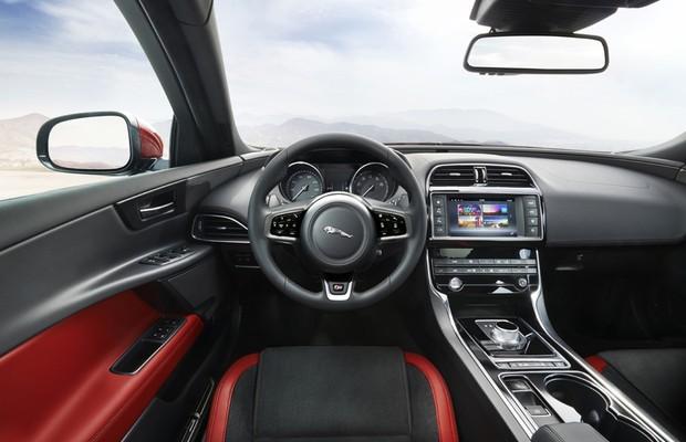 Jaguar XE S (Foto: Divulgação)