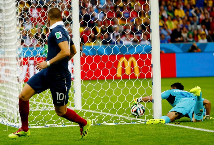 Benzema gol França x Honduras (Foto: Reuters)