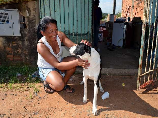 Maria Florence e seus animais (Foto: Luciano Calafiori/G1 Campinas)
