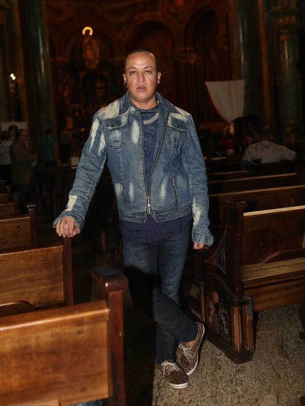 Walerio Araújo na missa de Cauby Peixoto (Foto: Iwi Onodera/ EGO)