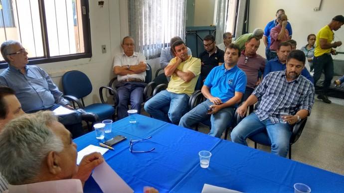 Reunião entre dirigentes dos clubes e da FFMS na Fundesporte (Foto: Hélder Rafael)