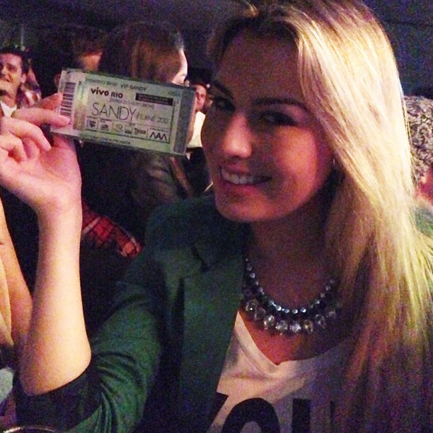 Ex-BBB Fernanda exibe ingresso do show (Foto: Instagram)