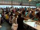 Voluntários distribuem almoço e presentes em restaurante popular