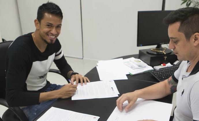 Lucca contrato Corinthians (Foto: Daniel Augusto Jr. / Agência Corinthians)
