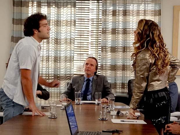 Elano é o cara! Ele encara Chayene e consegue fazer a diva trocar de ideia (Foto: Cheias de Charme / TV Globo)