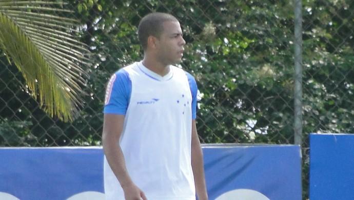 Mayke, lateral do Cruzeiro (Foto: Fernando Martins Y Miguel)