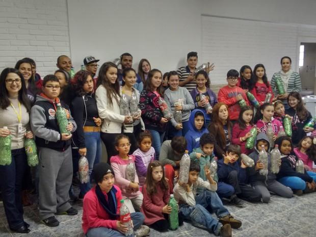 Alguns dos alunos do projeto que contribuíram com a ação (Foto: Divulgação/ Projeto Guri Capão Bonito)