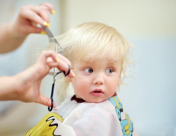 O primeiro corte de cabelo do bebê deve ser feito por profissional  (Foto: Thinkstock)