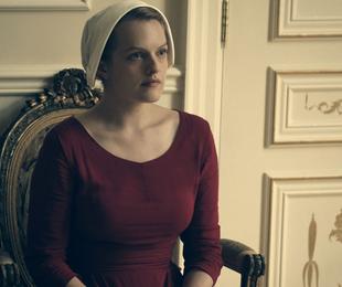 Elisabeth Moss em 'The Handmaid's Tale' | Hulu