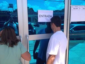 Candidato tentou convencer a organização da prova, mas não conseguiu (Foto: Abinoan Santiago/G1)