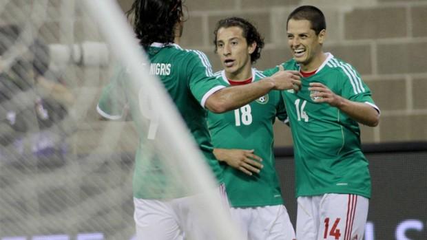Chicharito comemora gol do México (Foto: Reuters)