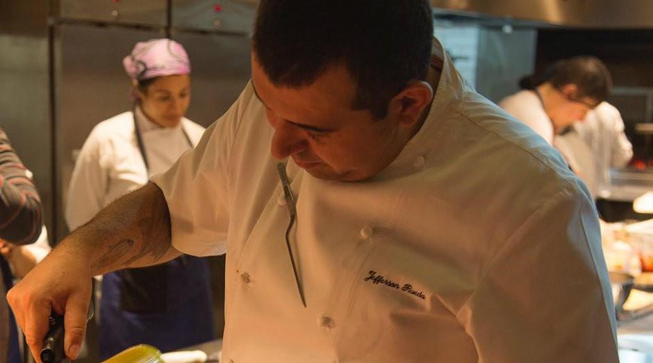 Jefferson Rueda, chef e proprietário do Casa do Porco (Foto: Reprodução/Facebook)