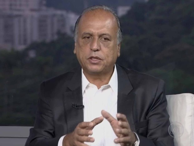 Pezão deu entrevista ao vivo para o Bom Dia Rio (Foto: Reprodução/TV Globo)