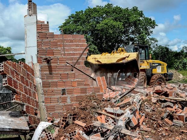 Casas construídas em área de preservação foram demolidas (Foto: Mayke Toscano/ Prefeitura de Cuiabá)