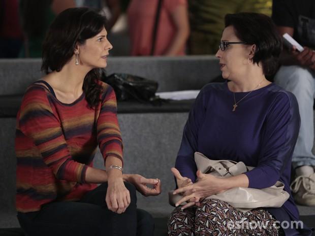 Verônica não acredita em insinuações de Selma (Foto: Felipe Monteiro / TV Globo)