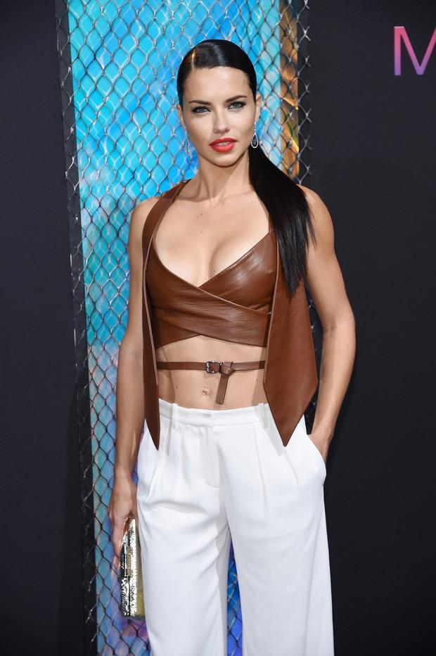 Adriana Lima em evento de beleza em Nova York, nos Estados Unidos (Foto: Jamie McCarthy/ Getty Images/ AFP)