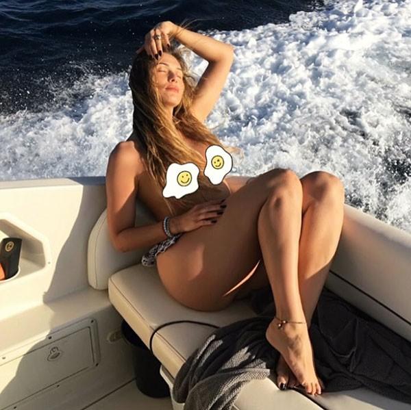 Lívia Andrade faz topless na Espanha (Foto: Reprodução/Instagram)