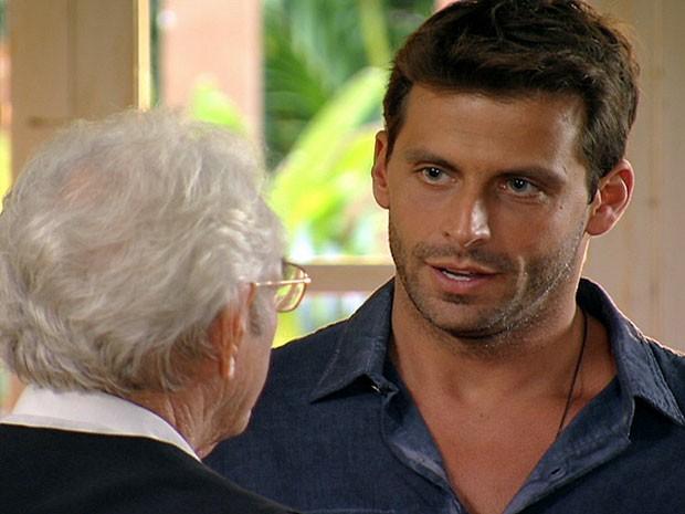 Cassiano quase ouve de Samuel que é pai do filho de Ester (Foto: Flor do Caribe/TV Globo)