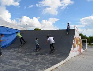 Pista de Skate ao lado do stande chamou atenção do público para o tema (Foto: Emmily Melo/G1)