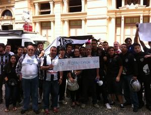 Protesto Torcida Tupi-MG 1 (Foto: Rafael Donizete/GE)