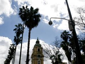 Câmeras de segurança irão monitorar movimentação na Praça da Alfândega, em Porto Alegre (Foto: Samuel Maciel/PMPA)