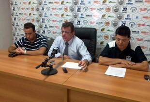 Nelson Lacerda, presidente do Comercial, junto com David Isaac, presidente do Conselho e Rogério Vieira, vice-presidente (Foto: João Fagiolo / Globoesporte.com)