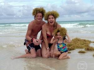 Letícia Spiller mostra boa forma ao lado dos filhos (Foto: TV Globo)
