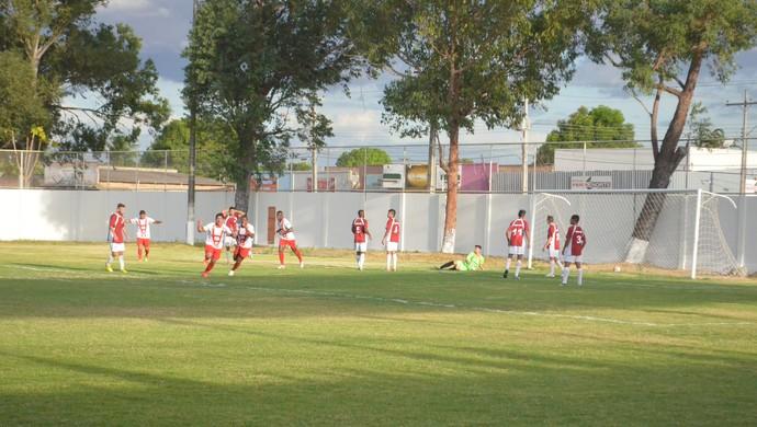 Alex comemora o 1º gol do Náutico-RR (Foto: Ivonisio Júnior)