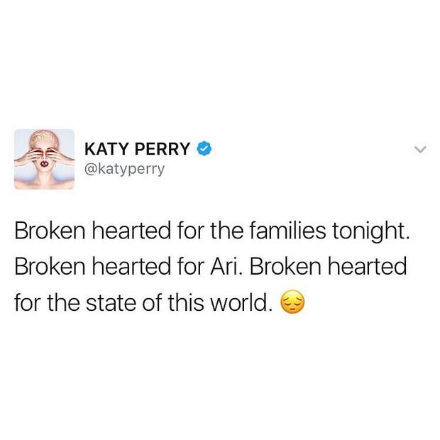 """Katy Perry: """"Meu coração está aos pedaços pelas famílias esta noite. Em pedaços pela Ari. Em pedaços pelo jeito que o mundo está."""" (Foto: Twitter/Reprodução)"""