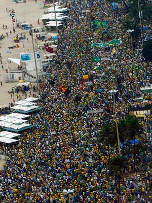 15 mil manifestantes tomaram a orla de Copacabana, diz PM (Reuters)