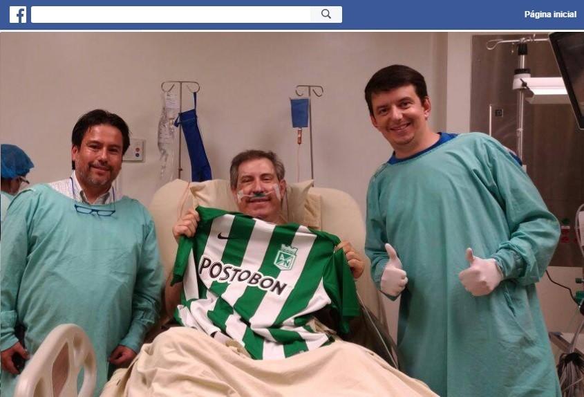 Henzel postou foto ao lado de médico e primo em hospital na Colômbia (Foto: Reprodução/Facebook)