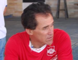 Denô Araújo, técnico do Auto Esporte (Foto: Renata Vasconcellos / Globoesporte.com/pb)
