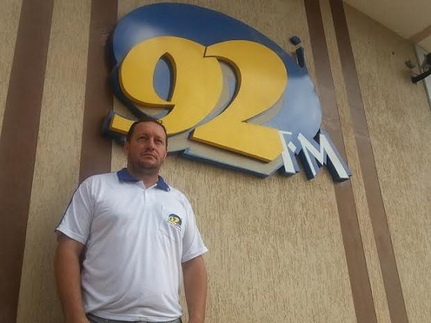 O apresentador da rádio 92 FM Otaviano de Paula (Foto: Raquel Morais/G1)