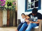 Juliana Paes posta foto bem-humorada do filho: 'Dia de faxina'