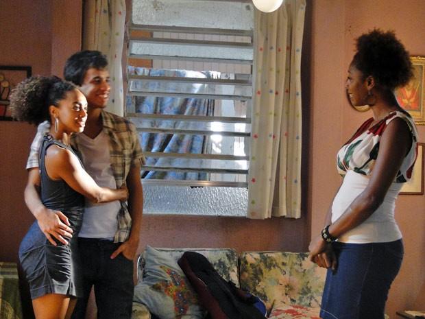 Dieguinho apresenta Tamtam com sua namorada, mas Aparecida não gosta (Foto: Malhação / Tv Globo)