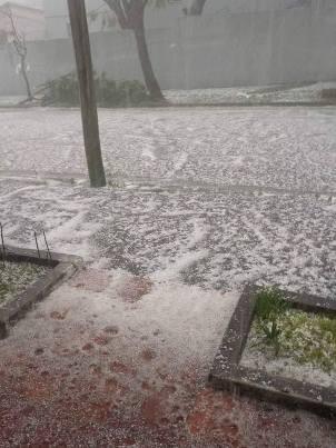 Granizo cobriu ruas de Piratini, no Sul do estado (Foto: Divulgação/Crepdec Pelotas)