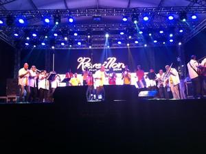 Banda da Saldanha colocou o povo para dançar já nos primeiros minutos de 2014 (Foto: Vinicius Rebello/G1)