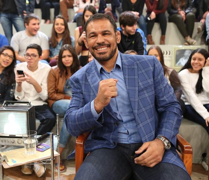 Minotauro participa do programa Altas Horas (Foto: Carol Caminha/Gshow)