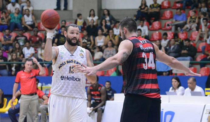 Mogi das Cruzes x Vitória NBB basquete (Foto: Milena Antunes)