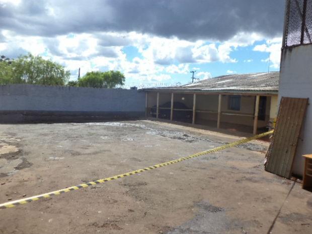 Local foi isolado até a chegado do esquadrão Anti-bombas (Foto: Polícia Civil/Divulgação)