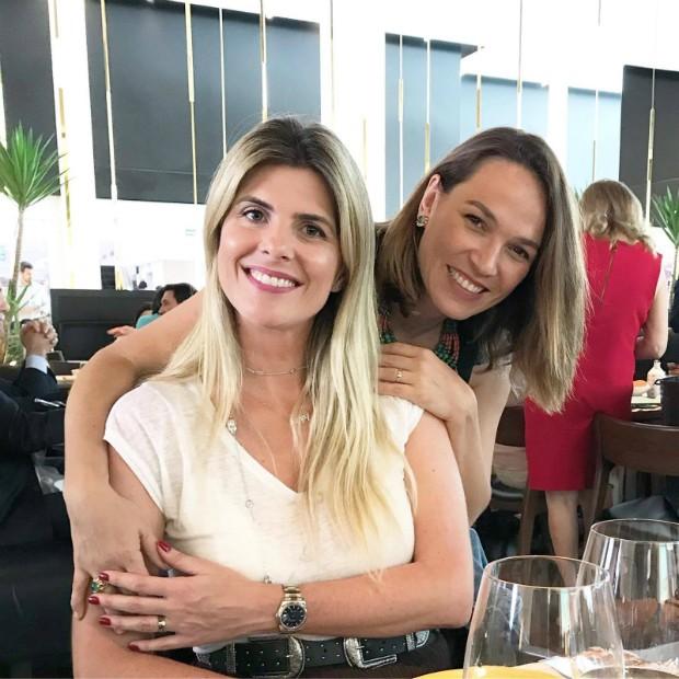 A gerente de marketing da Swarovski, Flavia Borghi, e a diretora de redação de Marie Claire, Marina Caruso (Foto: Reprodução / Instagram)