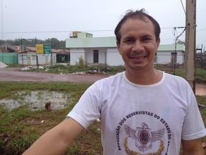 Márcio César Mendonça, morador do bairro (Foto: Gabriel Dias/G1)