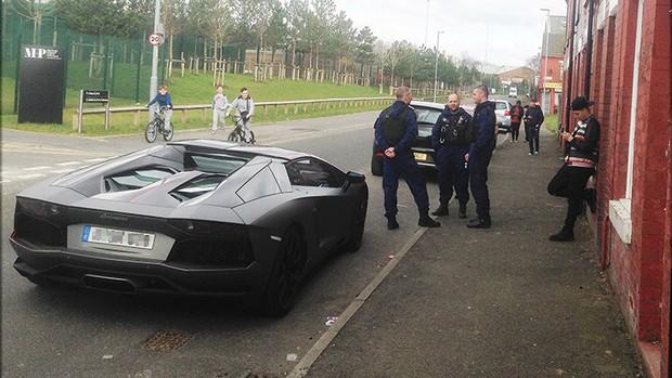 BLOG: Jogador do City fica sem carro em ida a treino após apreensão de sua Lamborghini