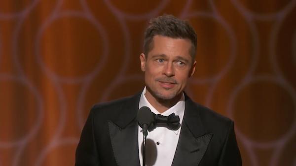 O ator Brad Pitt durante o Globo de Ouro 2017 (Foto: Reprodução)
