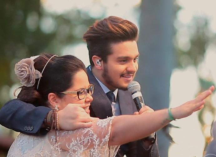 Luan Santana canta em casamento de fã (Foto: TV Globo)