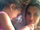 Flávia Alessandra posta foto com o rosto pintado pela caçula