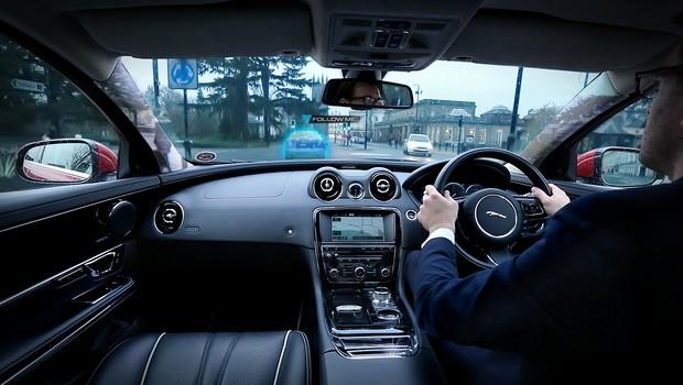 Jaguar Land Rover apresenta tecnologia que deixa pilares do carro transparentes