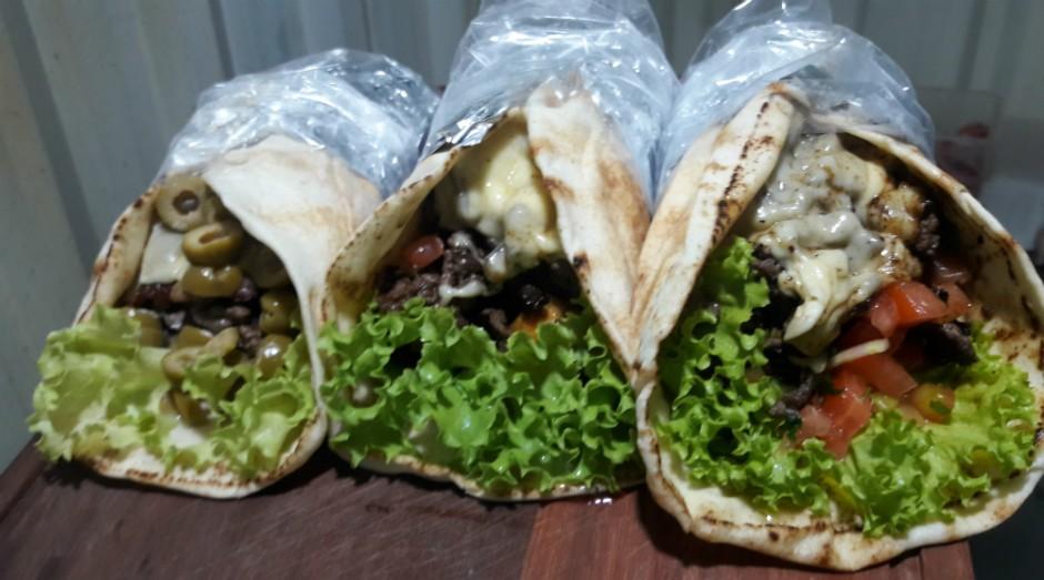 O Divino Kebbab conta com cinco opções de recheio: carne, frango, vegetariano, misto e carne seca (Foto: Divulgação)